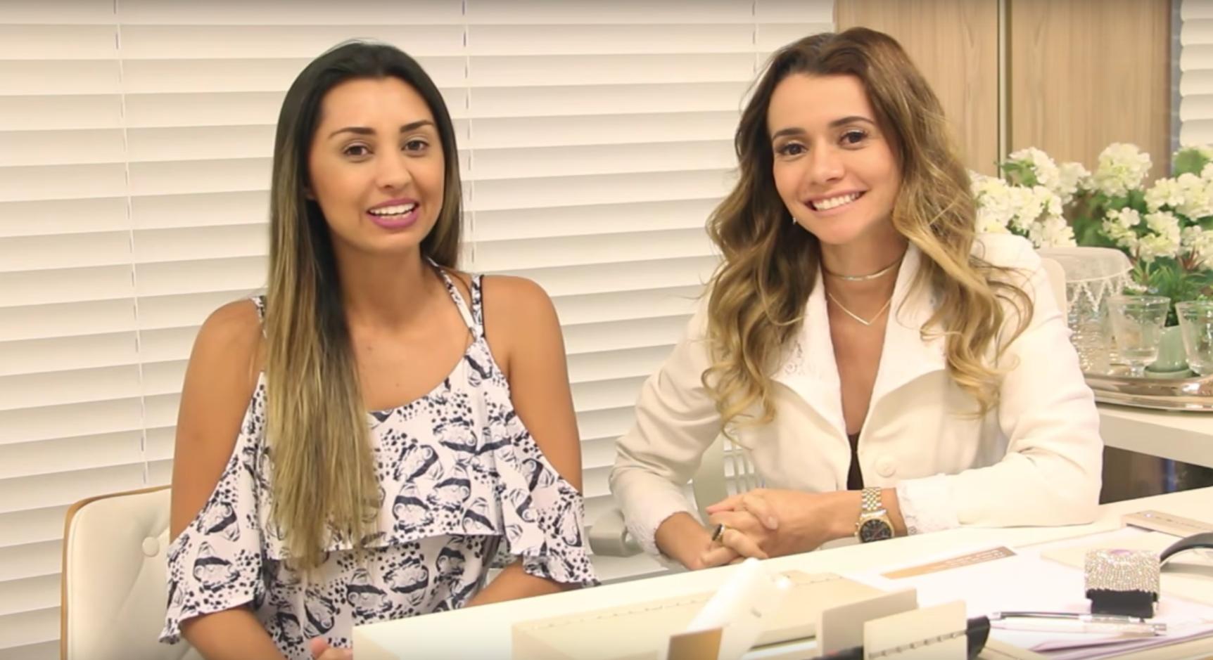 Dra. Paola e blogueira Luiza Gomes no consultório da doutora, falam sobre botox.