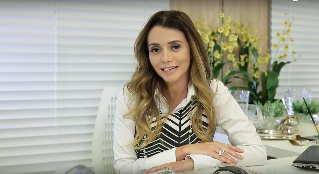 Dra. Paola Costa explica os benefícios da água micelar.