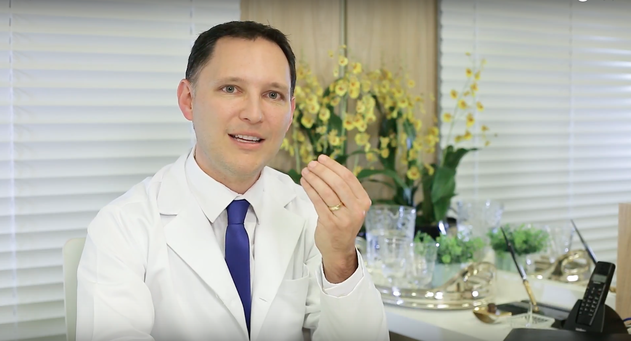 Dr. André Rosado fala sobre a caspa e coo tratá-la.