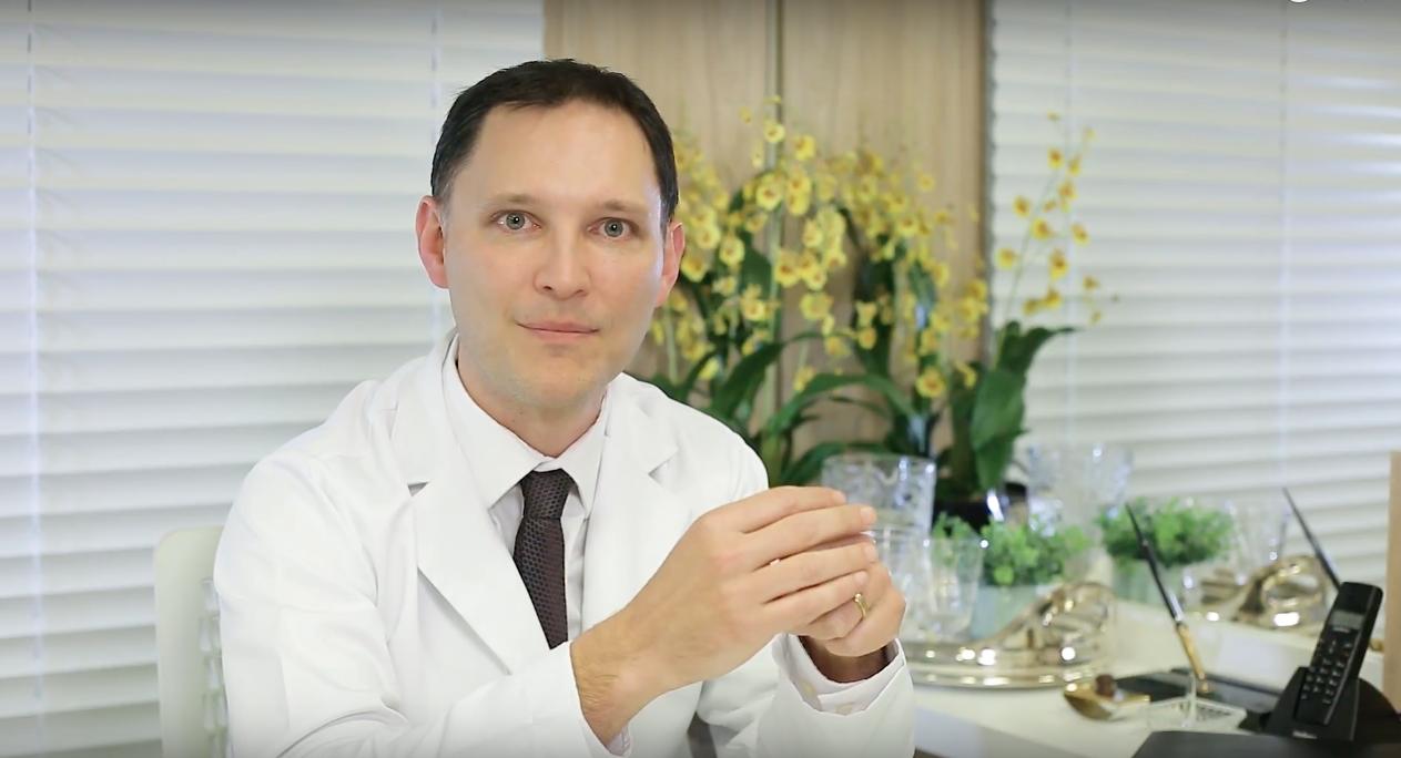 O Dr. André Rosado fala sobre o tratamento das estrias.